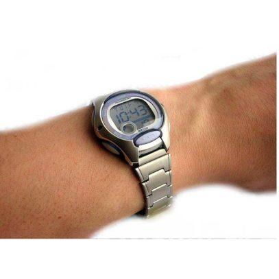 Reloj-Casio-Acero-Lila-Mano