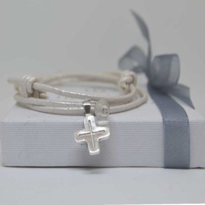 Cruz de plata María
